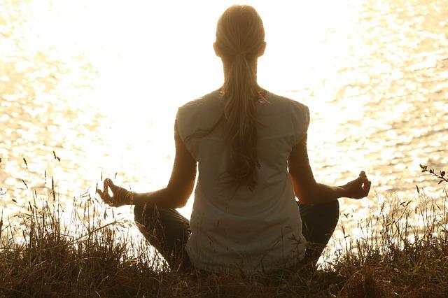 meditate-lake
